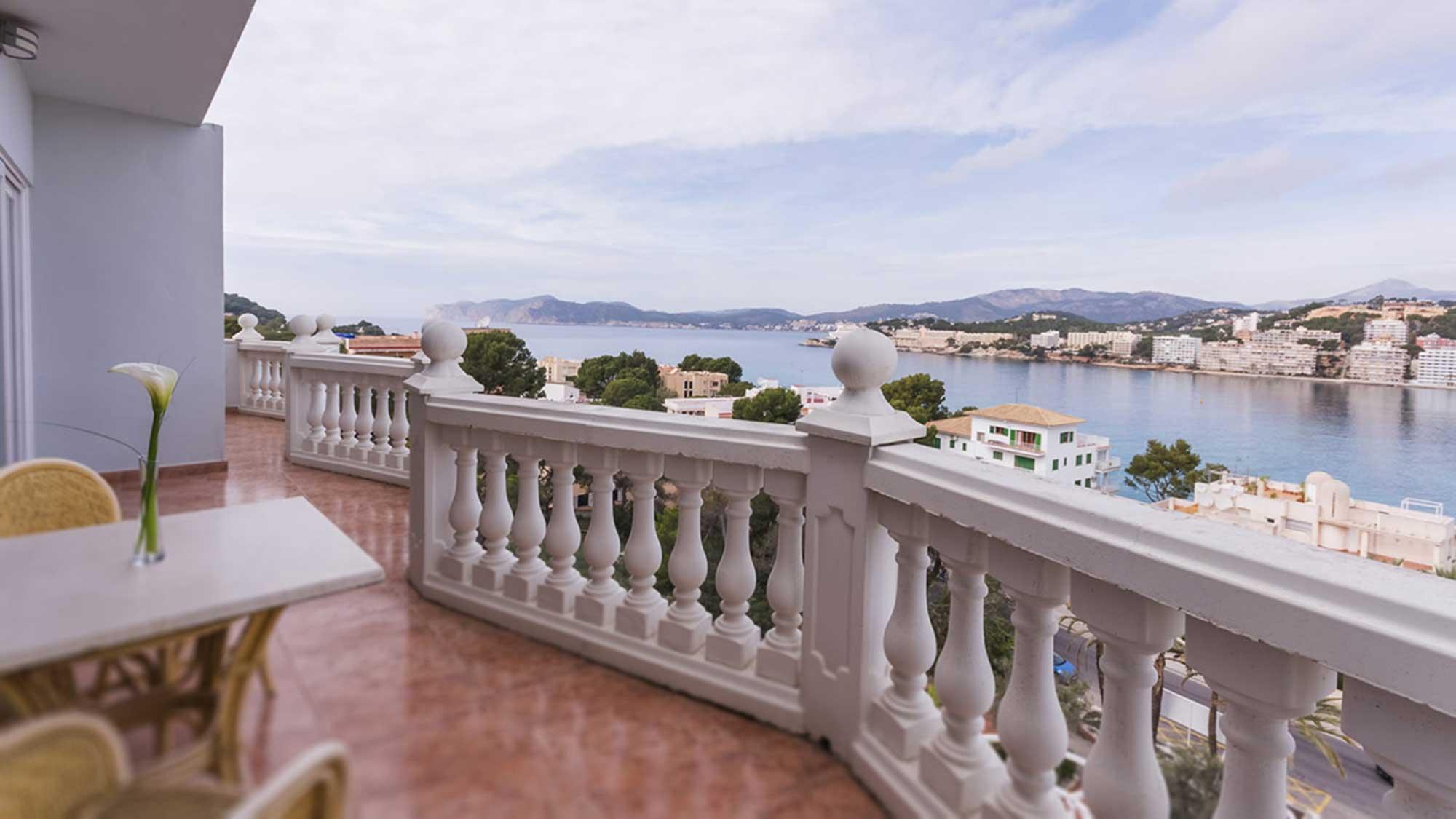 Das moderne Hotel hat 209 Zimmer, die meisten mit Meerblick. © Bahia del Sol/SEETELHOTELS